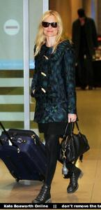 Nov 21, 2010 - Kate Bosworth - At Incheon Airport in Seoul Th_78892_tduid1721_Forum.anhmjn.com_20101130075736021_122_203lo