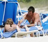 th_44767_Fergie_celebutopia.net_180_122_465lo - Fergie, atomique en bikini à la plage !