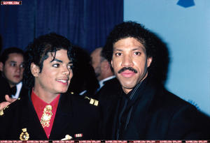 1986- The 28th Grammy Awards Th_779916878_9_122_489lo