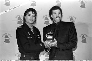 1986- The 28th Grammy Awards Th_779871494_001_43_122_50lo