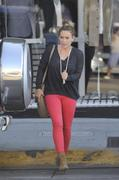 http://img245.imagevenue.com/loc561/th_787600082_Hilary_Duff_out_in_BeverlyHills11_122_561lo.jpg